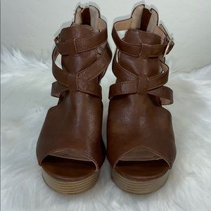 Report women's wedges with straps